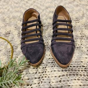 Strappy monk shoe in charcoal suede
